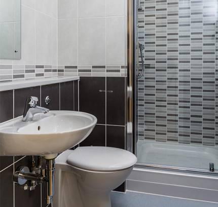 En-suite Bathroom at Lincoln Student Accommodation Scheme