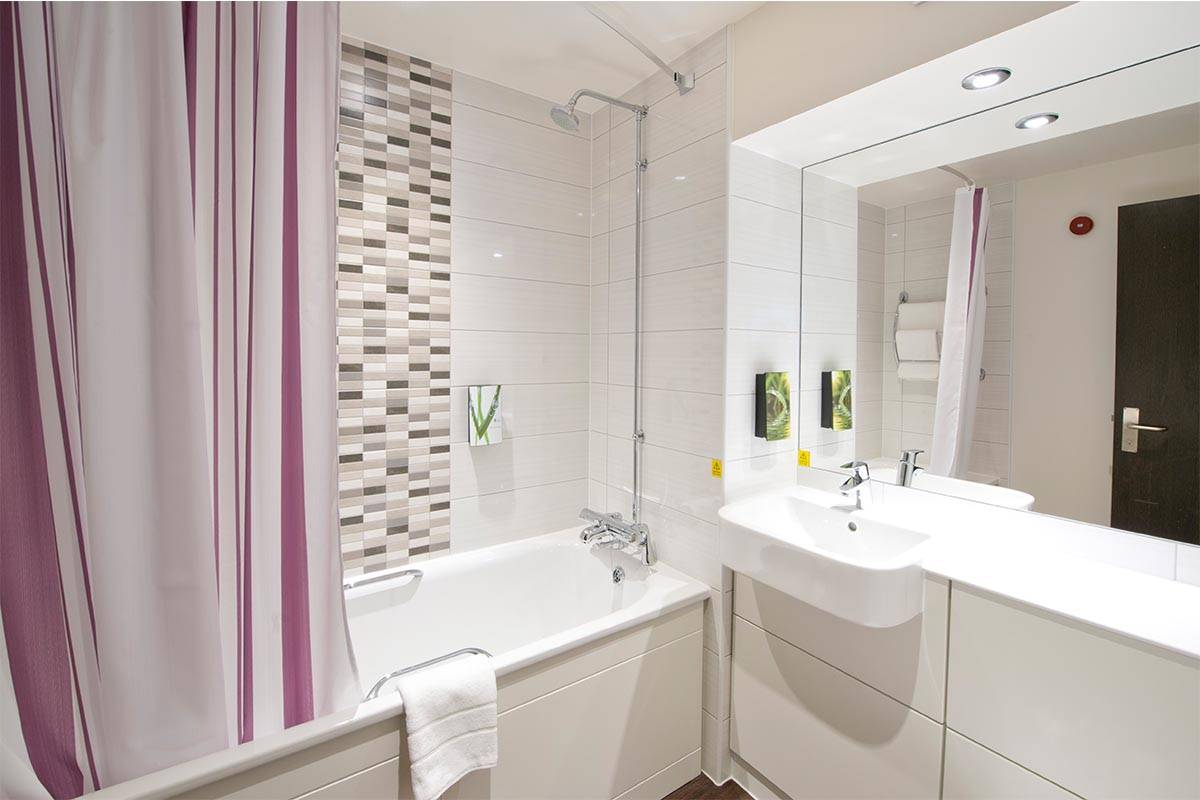 Premier Inn, Leeds: Modular Hotel Rooms | Elements Europe