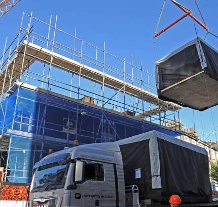 Room module installation - Hammersmith Apart Hotel Development