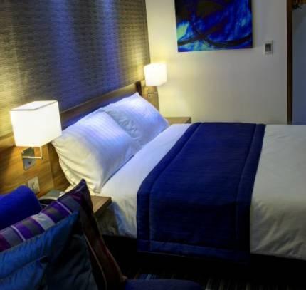 Hotel Room Pod - Holiday Inn Express