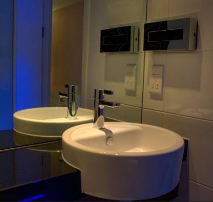 Hotel Bathroom Pods - Holiday Inn Express
